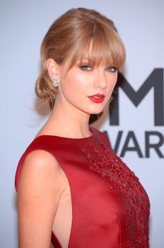 Taylor Swift - Arrivals at the CMA Awards
