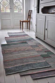 Cheap Carpet Runners For Stairs Shag Carpet, Rugs On Carpet, Loom Weaving, Hand Weaving, Rug Loom, Tapetes Diy, Crochet Simple, Knit Rug, Rug Runners