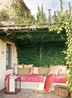 akdeniz tarzı bahce dekorasyonu bitki ortusu mobilya duzenleme tente guneslik modelleri (9)