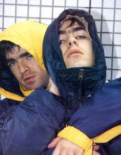 Liam and Noel Gallagher ❤ Banda Oasis, Liam Gallagher Noel Gallagher, Oasis Album, Oasis Band, Liam And Noel, Band Wallpapers, Britpop, Wonderwall, Wattpad