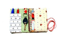 DIY Scrappy Organizer Wallet - these would make great gifts and be an awesome scrap buster!