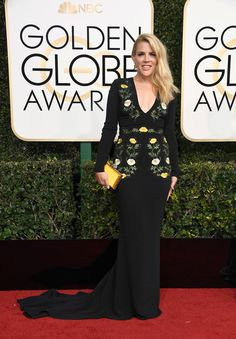 2017-golden-globe-awards-red-carpet-fashion-tom-lorenzo-site-busy-philipps