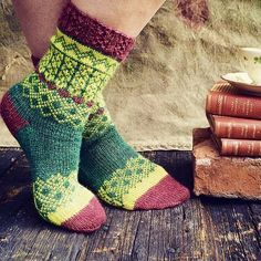 Ravelry is a community site, an organizational tool, and a yarn & pattern database for knitters and crocheters. Fair Isle Knitting, Knitting Socks, Hand Knitting, Knitting Patterns, Lots Of Socks, Drops Baby, Knit Shoes, Knitting Accessories, Sock Yarn