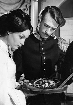 "Romy Schneider (links) in ""Katia"" (1959)"