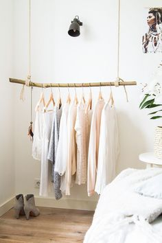 Boho Deco Chic: DIY: the trendy trunk wardrobe Diy Clothes Rack Pvc, Hanging Clothes Racks, Cheap Clothes, Clothes Rack Bedroom, Clothes Refashion, Clothing Racks, Upcycled Clothing, Luxurious Bedrooms, Luxury Bedrooms