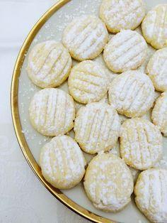 Hauchzarte Schneeflöckchen backen: Das geniale Rezept gibt's auf meinem Blog!