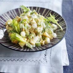 Aardappelsalade met bleekselderij en kaas