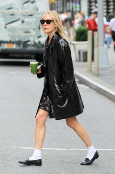 From mules and slides to slingbacks and ballerinas celebs are finally ditching heels for comfy flats. See who is wearing them and how right here. 90s Fashion, Korean Fashion, Fashion Today, Modest Fashion, Runway Fashion, Chloe Sevigny Style, Streetwear, Looks Street Style, Winter Fashion Casual