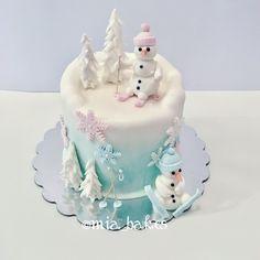 Winter snowman cake by mia_bakes
