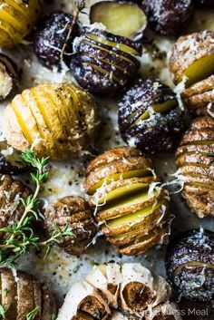 These pretty Mini Hasselback Potatoes are as delicious as can be. The little cuts get nice and crispy while the insides are soft and creamy. Parmesan Roasted Potatoes, Hasselback Potatoes, Roasted Garlic, Garlic Parmesan, Healthy Potato Recipes, Healthy Potatoes, Vegan Recipes, Vegan Food, Healthy Side Dishes