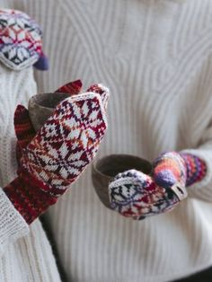 Keep warm with these wonderful North Star Colourwork Mittens. These cosy mittens are used in the yarns Novita 7 Veljestä and 7 Veljestä Polaris Knitting Designs, Knitting Patterns Free, Free Knitting, Knitting Ideas, Crochet Pillow, Knit Crochet, Mitten Gloves, Mittens, Intarsia Knitting