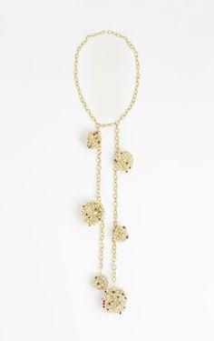 Gold Asteroid. Un #collar que representa el #universo donde habitan luna, sol, #planetas, asteroides... el #infinito. #joya compuesta por una cadena de plata bañada en oro de 24k adornada con esferas creada a partir de hilo de plata bañada en oro con #perlas de #cuarzo, #coral y #cristal de #swarovski.  Pedidos: contacto@isesoldevila.com