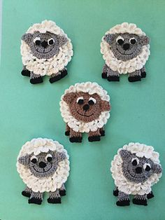 Get this free crochet sheep pattern. Learn how to make this sheep appliqué. Get this free crochet sheep pattern. Learn how to make this sheep appliqué. Crochet Sheep, Crochet Amigurumi, Crochet Animals, Easy Crochet, Crochet Toys, Blanket Crochet, Motifs D'appliques, Crochet Motifs, Crochet Stitches