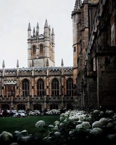 Magdalen, one of the most beautiful Oxford colleges bathed in the softest light just before sunset. How I miss those warm summer… Bungalows, My Academia, Oxford College, College Aesthetic, Travel Aesthetic, Dream School, His Dark Materials, Old Money, Extra Money