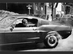 """L'acteur Steve McQueen vu par son ami le photographe Barry Feinstein : ces images inédites sont montrées à la Galerie de l'Instant, à Paris, jusqu'au 16 septembre, dans le cadre de l'exposition """"Unseen McQueen"""". Aperçu. Ici, """"The King of Cool"""" au volant de sa Mustang dans le film """"Bullitt"""" (1968), de Peter Yates."""