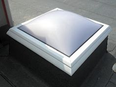 The F100 rooflight dome's award winning patented framework is completely free of cold bridges.