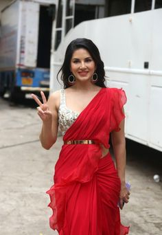 Sunny Leone Photographs SAVE WATER - PLAY HOLI WITH COLORS ONLY PHOTO GALLERY  | LH6.GGPHT.COM  #EDUCRATSWEB 2020-05-13 lh6.ggpht.com https://lh6.ggpht.com/-pz29I0Dyj58/UUwPkEPdPsI/AAAAAAAAWcw/jY6elC4-jeA/s630/meowholi8.gif