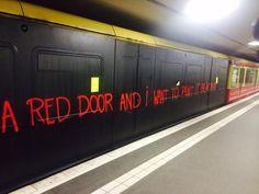 Berlin U-Bahn: Ist das Kunst oder fährt das noch weg?