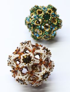 Spherriffic by Sabine Lippert on Try to Bead Absolute Stunning! Beaded Beads, O Beads, Beads And Wire, Beaded Jewelry, Beading Tutorials, Beading Patterns, Beading Ideas, Handmade Beads, How To Make Beads