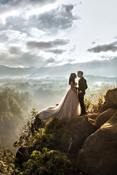 Bride and groom. The Very Best Destination Wedding Photos Of 2015. Amazing wedding photography. #wedding #photography Board : https://www.pinterest.com/wellyphoto/