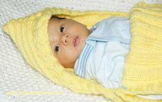Porta bebe - Tejiendo Perú Cable Knitting Patterns, Baby Knitting, Knitted Baby, Gifts For Campers, Camping Gifts, Portable Hammock, Camping Chairs, Camping Accessories, Knitting For Beginners