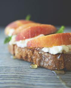 PEACHES WITH RICOTTA + MINT ON SOURDOUGH WITH HONEY // A MONTH OF TOAST // The Kitchy Kitchen
