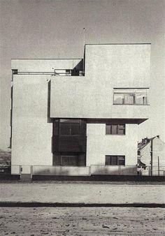 Architect 39 s own villa ev en linhart prague for Architecture 1930