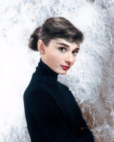 dd7c4ef7c218 Twitter Audrey Hepburn Style, Audrey Hepburn Funny Face, Audrey Hepburn  Photos, Old Hollywood
