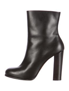 Black Leather Céline Round-Toe Boots #CleanSlate #SpringMinimalism