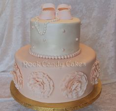 Vintage inspired baby shower cake Would probably change the pink but I like this one too!