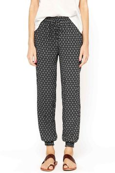Details With a boho print and comfortable, lightweight fabric, this is where style and comfort come together. These jogger pants feature a fun print and elastisized waist for ultimate comfort. These p