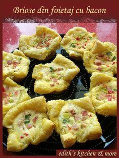 BRIOSE DIN FOIETAJ CU BACON - Edith's Kitchen Romanian Food, Romanian Recipes, Edith's Kitchen, Bacon, Fries, Muffin, Appetizers, Breakfast, Mai