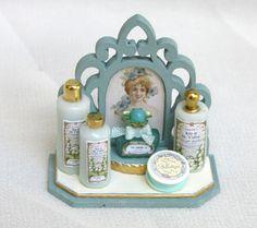 prezioso display per profumeria con bottiglie di por minifromItaly