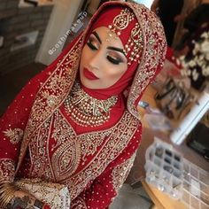 That contouring, that lipstick, and those eyebrows! | 28 Stunning Brides Rocking…