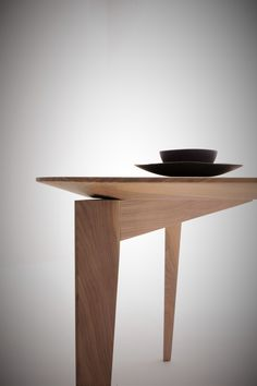 Walnut table TRIDENT by Morelato design Centro Ricerche MAAM