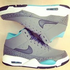 Sneaker saturday = Nike kicks day! Air Flight classic #gobritain