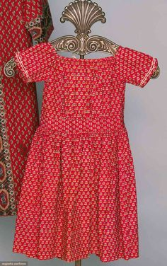 Antique red calico little girl's dress, circa - Clothing And Textile, Antique Clothing, Historical Clothing, Little Girl Dresses, Girls Dresses, Vintage Outfits, Vintage Fashion, Period Outfit, Costume