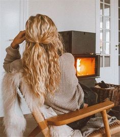 Cute And Pretty Curly Hairstyles To Look Stylish; Curly Hairstyle; Curly Hair; Cute Hairstyles; Pretty Hairstyle; Stylish Hairstyles; Curly Stylish Hairstyles #curly #curlyhair #curlyhairstyle #cutehair #prettyhair