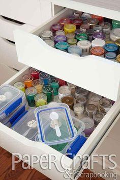 Guarda una cuchara en la gaveta de tus brillantinas... | 45 trucos para organizar y transformar tu habitación de manualidades