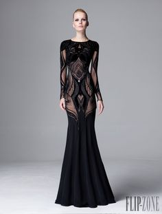Zuhair Murad pre-fall 2014 is officially out. Browse through the photos below and catch a glimpse of the stunning evening gowns. Style Couture, Couture Fashion, Runway Fashion, Net Fashion, Fashion 2014, 1950s Fashion, Hijab Fashion, Fashion Clothes, Korean Fashion