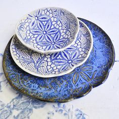 White and blue lace plates