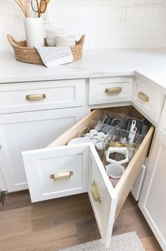 Storage & Organization Ideas From Our New Kitchen! A super smart solution for using the corner space in a kitchen - kitchen corner drawers!A super smart solution for using the corner space in a kitchen - kitchen corner drawers! Home Decor Kitchen, Interior Design Kitchen, New Kitchen, Awesome Kitchen, Clever Kitchen Ideas, Decorating Kitchen, Kitchen Modern, Kitchen Ideas 2018, Ranch Kitchen
