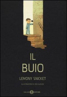 """Lemony Snicket """"Il buio"""" Un libro intenso e con illustrazioni pregiate. Qualcuno direbbe che è un'ottima opzione per aiutare i nostri bimbi a superare la paura del buio, in realtà, a me piace per la forza del testo e per l'assoluta armonia fra questo e le illustrazioni di Jon Klassen. Sono tendenzialmente contraria a classificare il libri in base all'uso: libri pannolino, libri paure, libri sentimenti."""