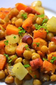 """Vegetarian Sheet Pan Dinner with Chickpeas and Veggies 