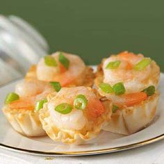 Grits 'n' Shrimp Tarts Recipe -This deliciously different appetizer showcases two Mississippi staples--grits and shrimp. I know your family will enjoy them as much as mine! Finger Food Appetizers, Appetizers For Party, Appetizer Recipes, Tart Recipes, Shrimp Recipes, Cooking Recipes, Tapas, Antipasto, Little Lunch