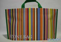 Bolsapubli lanzó a finales de 2013 su bolsa estrella, la llamaron Stonebags ya que se trata de una bolsa de papel de piedra ecológica y resistente.