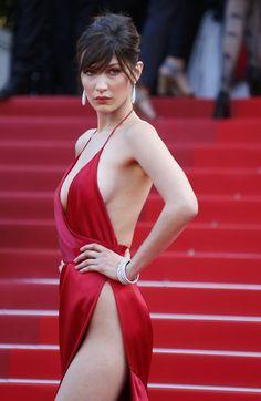 La modelo Bella Hadid revoluciona la alfombra roja con un sugerente vestido rojo, considerado ya el más sexy de la historia del festival