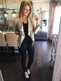 54 Casual Spring Work Outfits For Women Over 40 Athleisure Trend, Athleisure Fashion, Spring Fashion Casual, Work Fashion, Fashion Outfits, Fashion Black, Fashion Edgy, Cheap Fashion, Fashion 2017