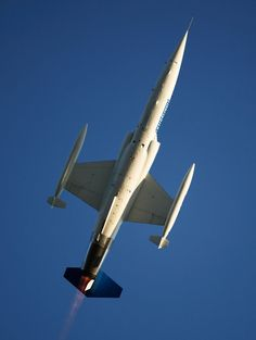 F-104Starfighter .... I just love the plane, it's what a fighter should look like!