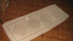 Confeccionado manualmente com fio de algodão 12 , 100 % algodão em crochê esta bela passadeira pode ser usada na beira da cama , na beira do sofá ou outro ambiente. Pode ser lavada à máquina. Não deforma. Pode ser confeccionada em outras cores e outras medidas. Pontos bem fechados.